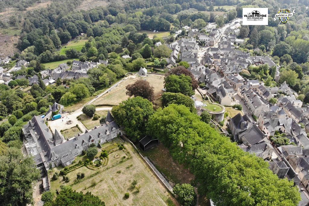Vue-Aérienne-Rochefort-en-Terre-Médiévales-2018-04